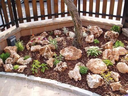 Ciottoli giardini di primavera da costruire a cuneo - Costruire giardino roccioso ...