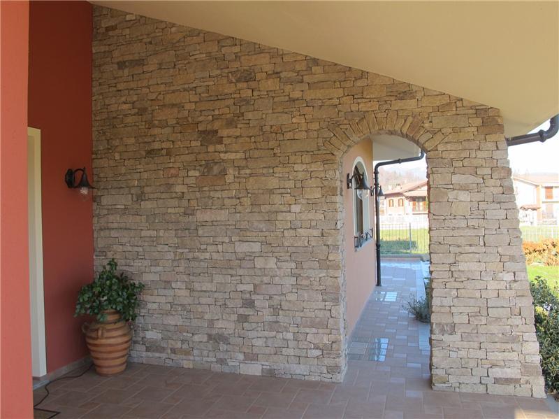 Liste pietra per rivestimento muro a cuneo piemonte for Finiture esterne per case